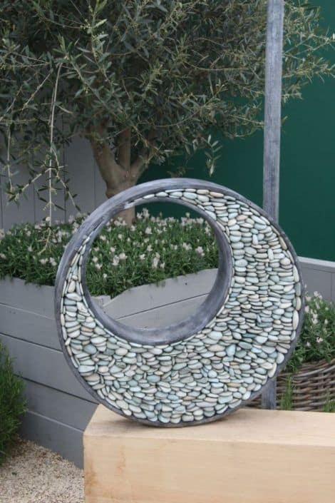 Round sculpture made of pebbles #gardenSculptureIdeas #garden #landscaping #pebbles