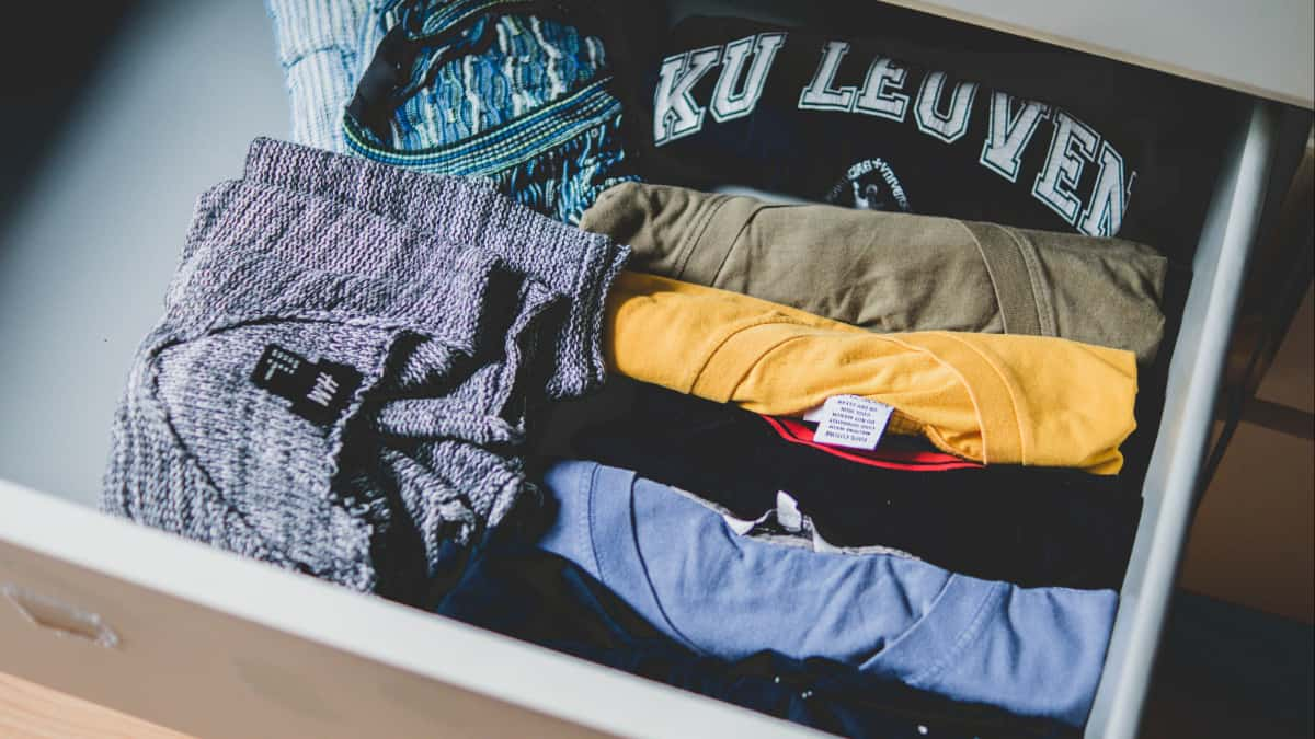 moving tips - wrapping in clothes
