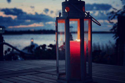 9 Of The Best Ways To Light Up your Backyard: Candle