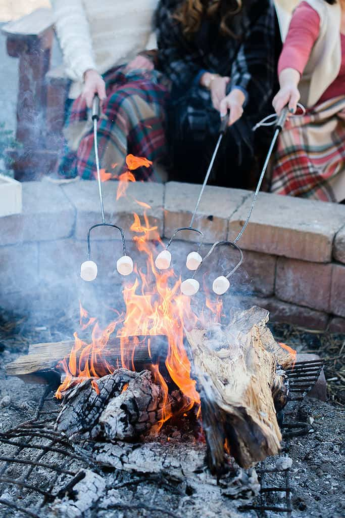 Winter outdoor party decor and bonfire #bonfire #fire#outdoorparty #backyardParty #outdoorPartyIdeas #winter #backyardDecor #backyard #patio