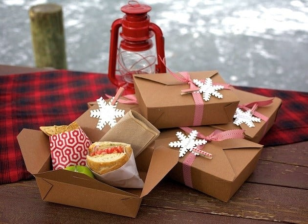 Winter outdoor party decor and food #outdoorparty #backyardParty #outdoorPartyIdeas #winter #backyardDecor #backyard #patio #lunchBox #food