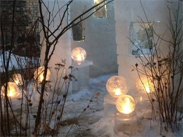 Outdoor winter party ideas: Winter globe lighting