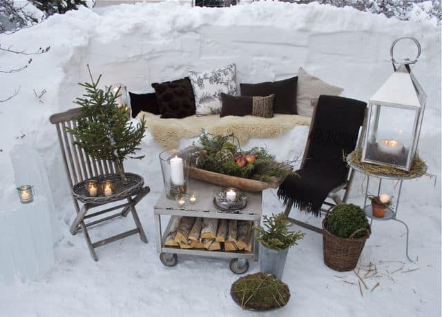 Outdoor winter party ideas: sofa carve from the snow like a living room set-up
