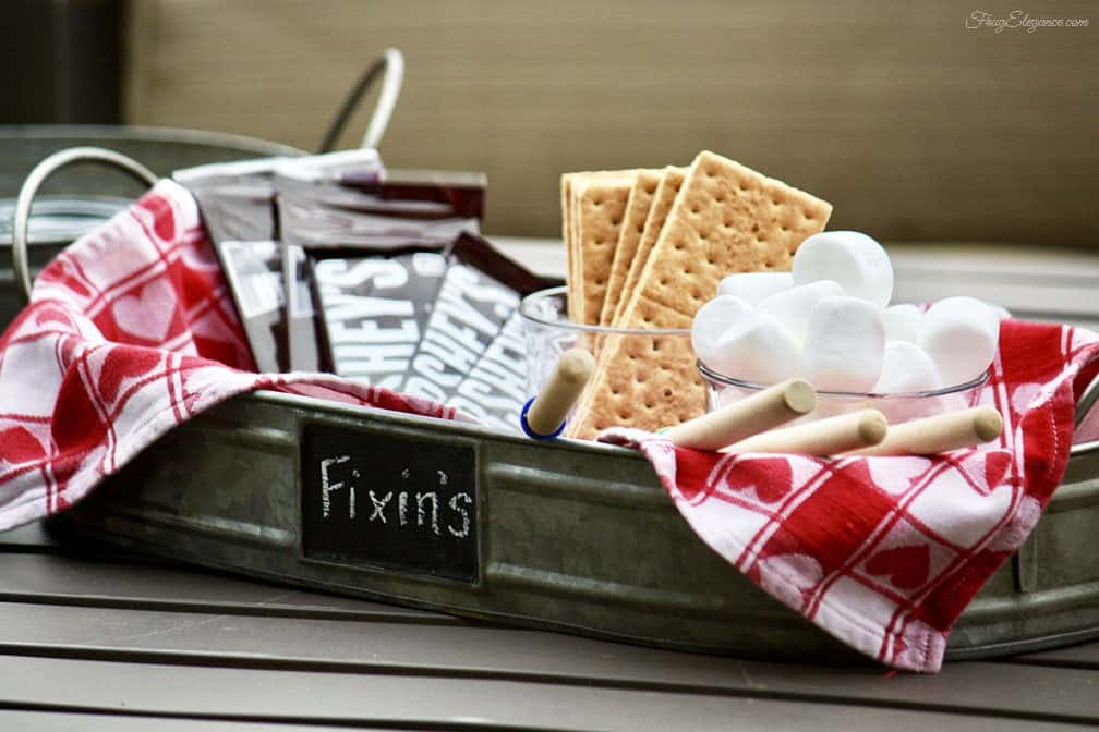 Outdoor winter party ideas: S'mores, chocolate, marshmallow, graham