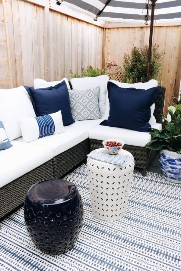 Outdoor furniture with rugs