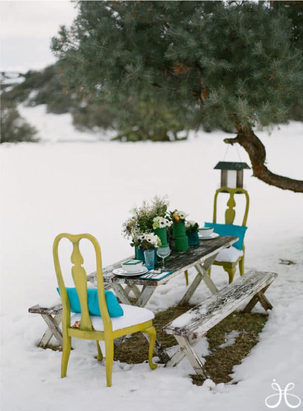 Outdoor winter party ideas: Winter picnic table set-up