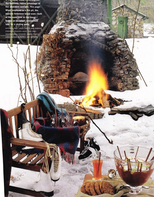 Outdoor winter party ideas:Outdoor living space near a fireplace