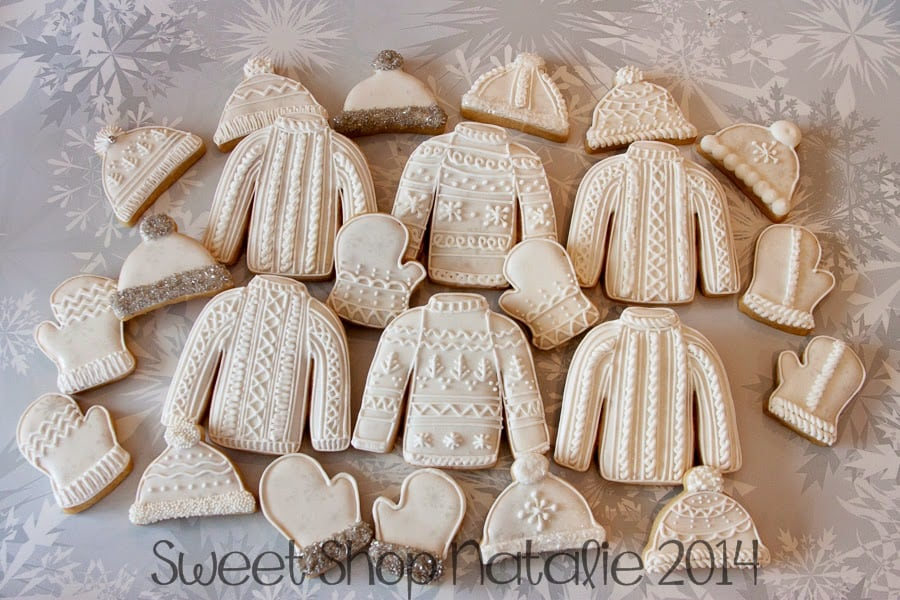Outdoor winter party ideas: sweater mitten snow hat cookies
