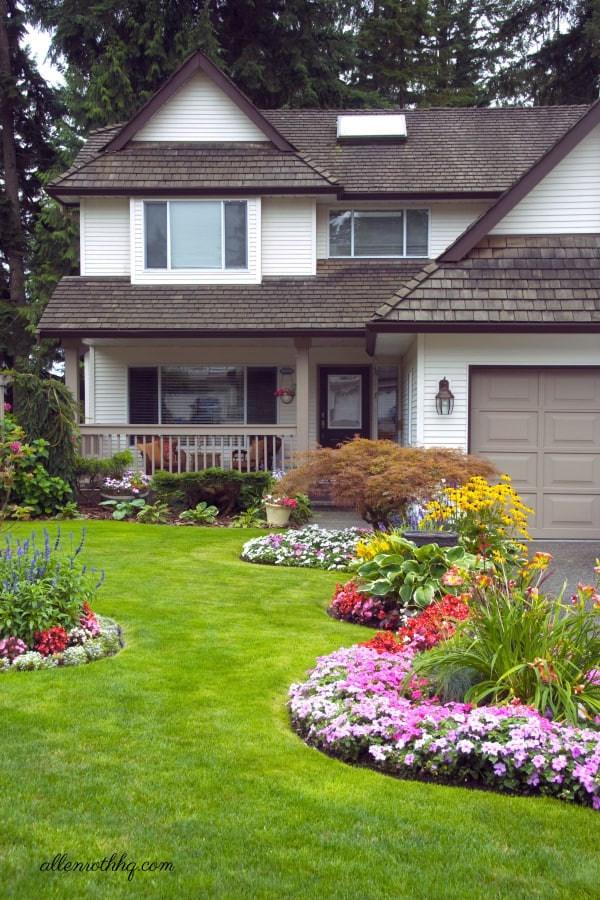 Curb appeal: Add flower beds to frame your house #flowerBed #flowers #curbAppealProjects #curbAppeal #garden