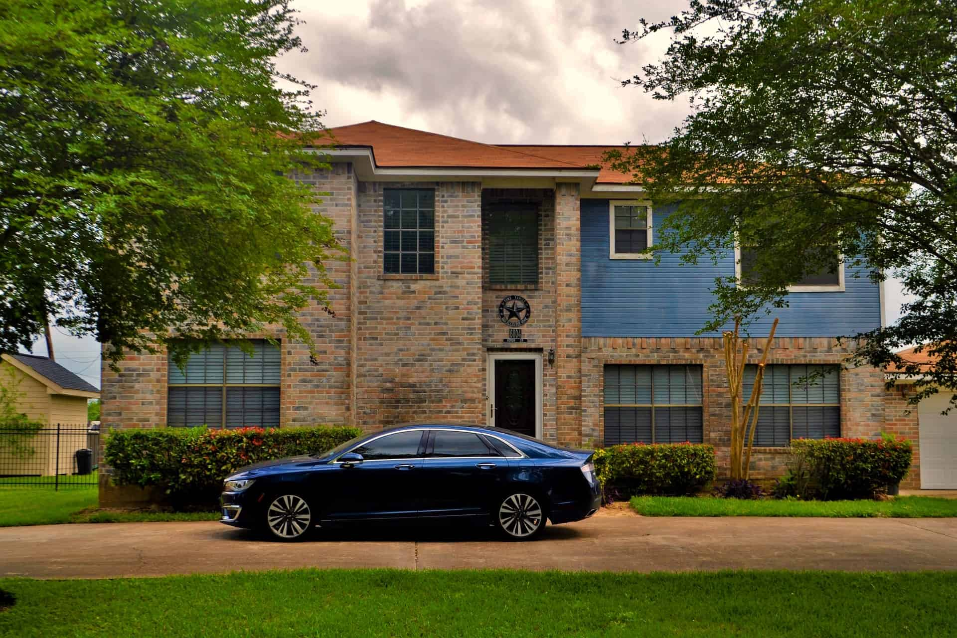 Curb appeal mistake: Car parked in driveway #curbAppealProjects #curbAppeal