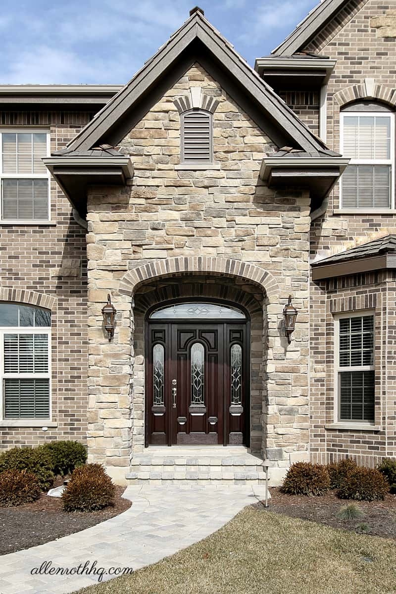 Curb appeal: Upgrade the front door #frontDoor #frontDoorDecor #curbAppealProjects #curbAppeal #houseExterior #homeExterior #homeExteriorIdeas #houseDesign