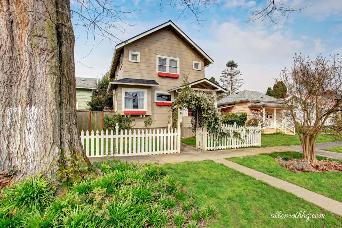 Curb appeal: A fence with an arbor