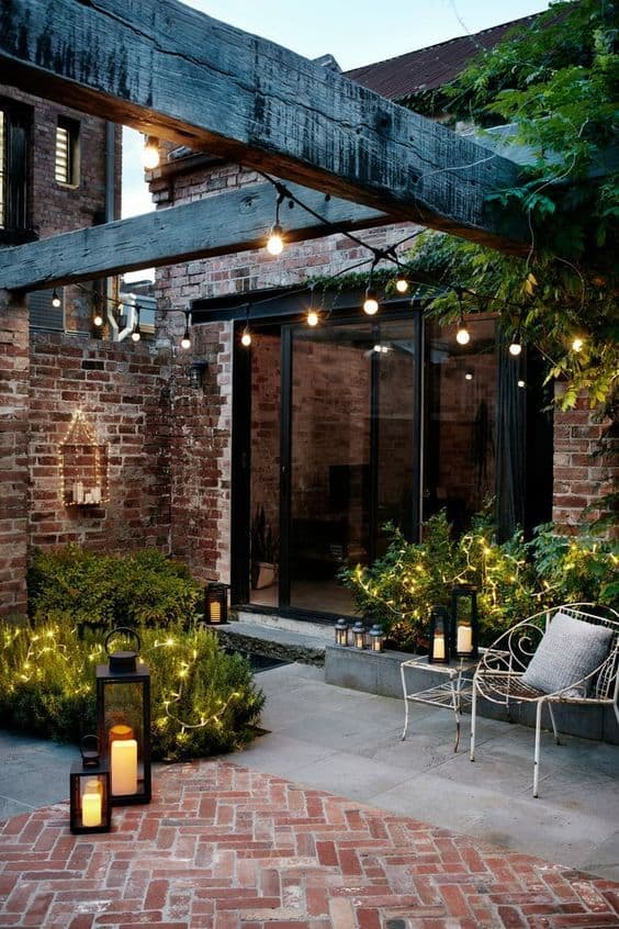 Curb appeal: Hang outdoor string lights to enhance your night curb appeal #stringLights #lightIdeas #backyardLighting #outdoorLights #pathlights #backyarddesign #lighting #lights #OutdoorLighting #curbAppealProjects #curbAppeal