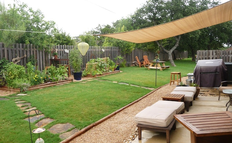 Sail shades in a backyard for an outdoor room with a grill #outdoorFurniture #backyardFurniture #patioFurniture #shade #backyardLandscaping #backyardLandscapingIdeas #landscaping #backyard #outdoor