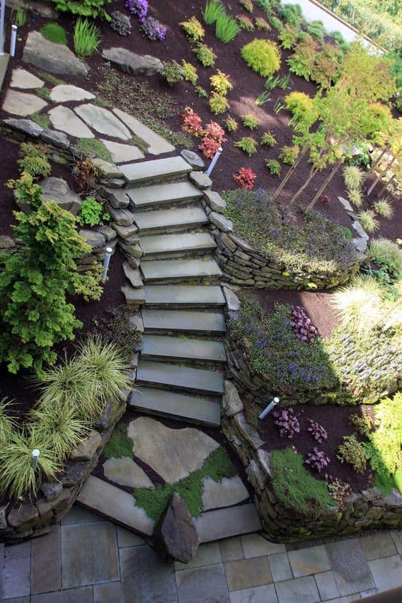 Landscaping ideas with mulch and rocks: rocky beds on either side of the steps