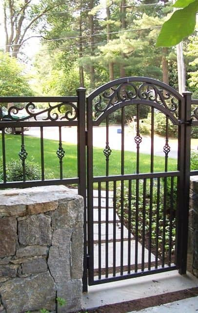 metal gate in the middle of a stone fence #fenceGate #fence #gardenfence #gardenfenceideas #privacyfenceideas #privacyfence #backyardLandscaping #backyardLandscapingIdeas #landscaping #gardenfence #gardenfenceideas #privacyfenceideas