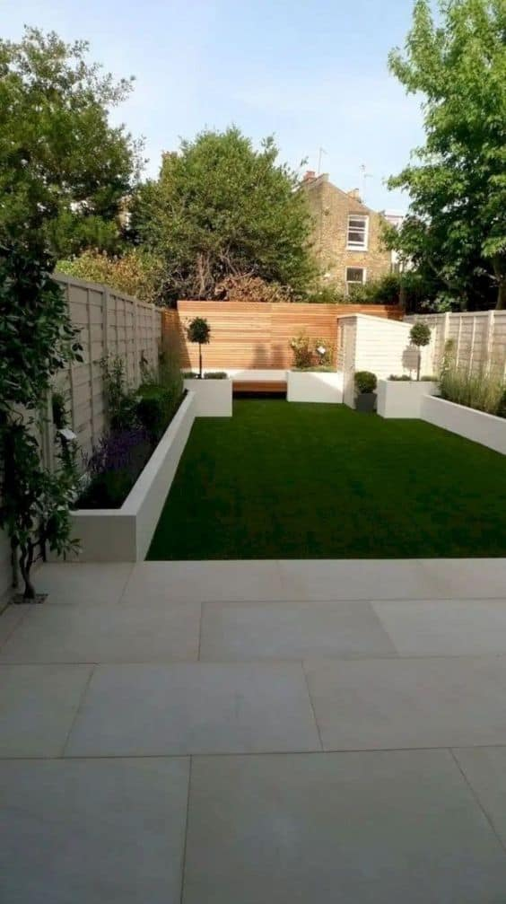 simple backyard landscape where all the plants are on the sides   #grass #lawn #backyardLandscaping #backyardLandscapingIdeas #landscaping #cheapLandscapingIdeas #backyard #landscaping #curbAppeal