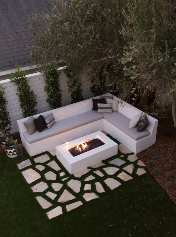 outdoor living room seating spot with a fire pit  #outdoorSpace #outdoorFurniture #firepit #backyardFurniture #backyardLandscaping #backyardLandscapingIdeas #landscaping #cheapLandscapingIdeas #backyard #landscaping #curbAppeal