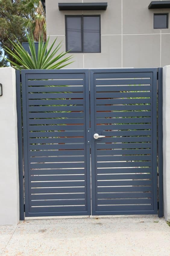 black paneled gate #fenceGate #fence #gardenfence #gardenfenceideas #privacyfenceideas #privacyfence #backyardLandscaping #backyardLandscapingIdeas #landscaping #gardenfence #gardenfenceideas #privacyfenceideas