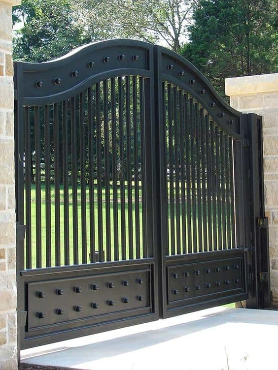 black metal gate #fenceGate #fence #gardenfence #gardenfenceideas #privacyfenceideas #privacyfence #backyardLandscaping #backyardLandscapingIdeas #landscaping #gardenfence #gardenfenceideas #privacyfenceideas
