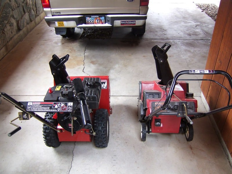 Electric vs gas snow blower
