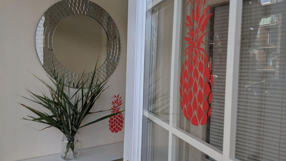 How to do DIY wall stenciling in 6 steps #diy #stenciling #frontdoor #pineapple #homeDecor #anestwithayard #stencil #wallstencil