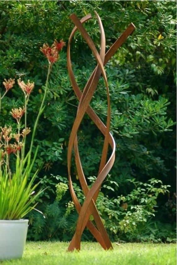 Metal art sculpture #gardenSculptureIdeas #garden #landscaping #metal
