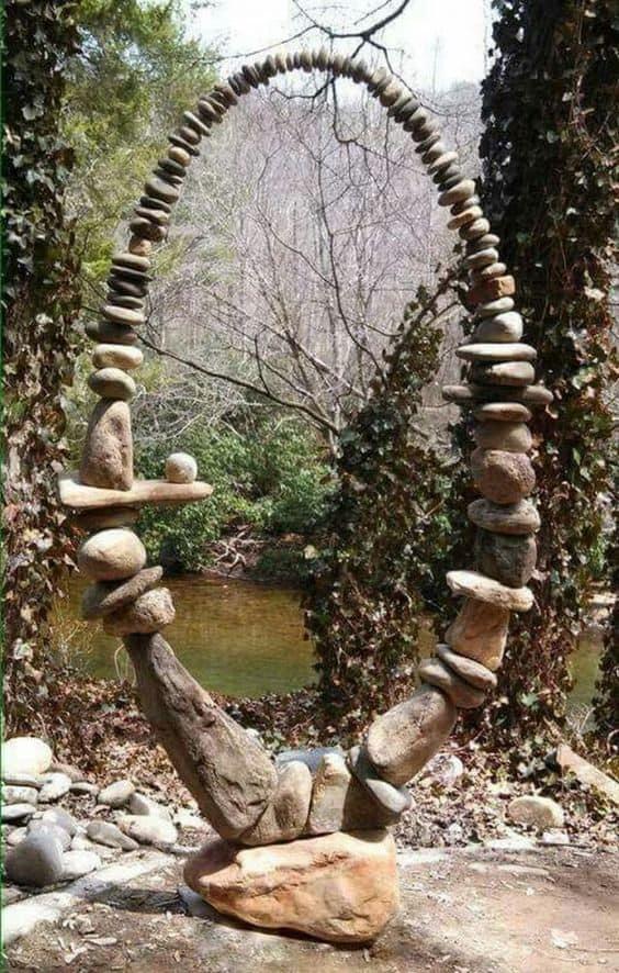 stones in a form of circle #gardenSculptureIdeas #garden #landscaping #pebbles