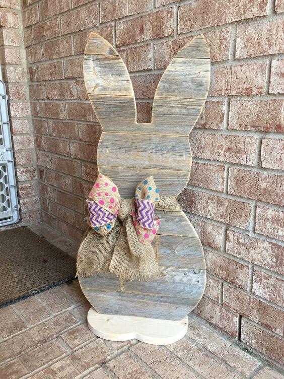 DIY Easter rabbit - do it with kids! #diy #easter #backyardporch #porchIdeas #frontDoorDecor