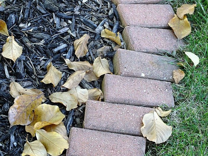 Brick Barrier for Mulch Bed