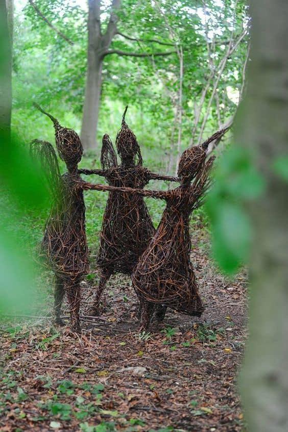 Vine art sculpture figures #gardenSculptureIdeas #garden #landscaping #sculpture