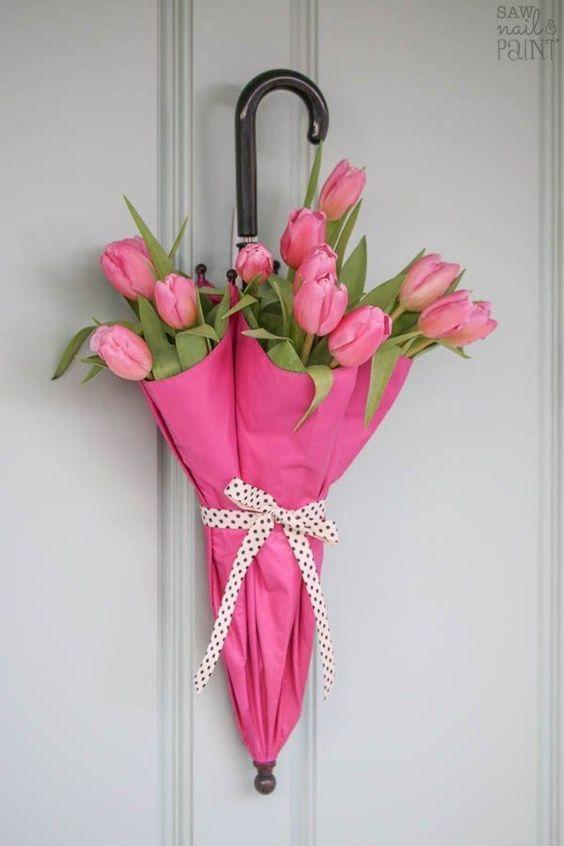 Flower planter wreath #flowers #easterflowers #easter #frontDoor #frontDoorDecor #frontDoorWreaths #frontDoorWreath #curbAppealProjects #curbAppeal