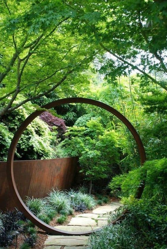 Metal art sculpture in a shape of circle #gardenSculptureIdeas #garden #landscaping #metal