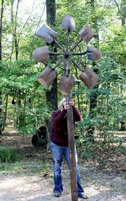 Metal art sculpture in a shape of a flower made of shovels #gardenSculptureIdeas #garden #landscaping #metal
