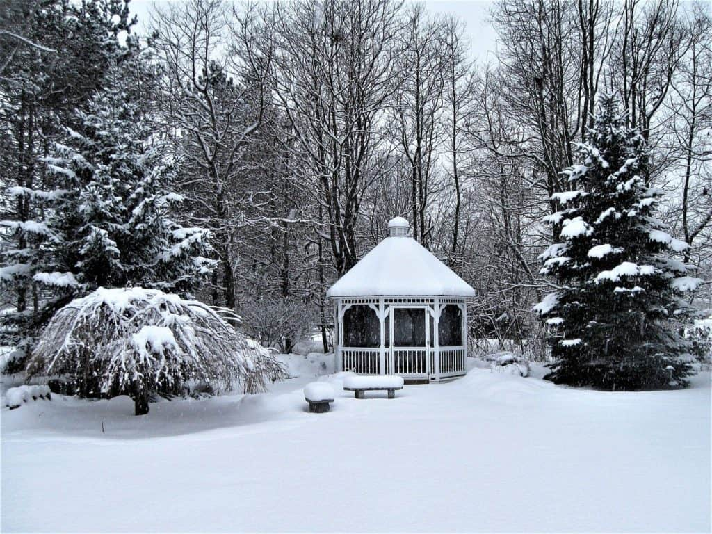 How to convert your gazebo into a shed with a winter cover #shed #winter #gazebo #pavillion #pavilion #gazeboideas #outdoorSpace