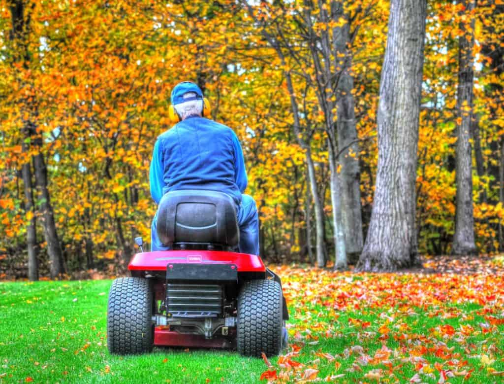 When Is The Best Time To Buy A Riding Lawnmower Or Garden Tractor