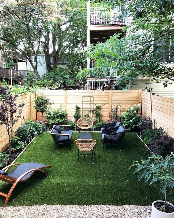 Mid-century style small garden  #smallGarden #SmallGardenDesign #smallyardlandscaping #gardenIdeas #backyardLandscaping #backyardLandscapingIdeas #landscaping