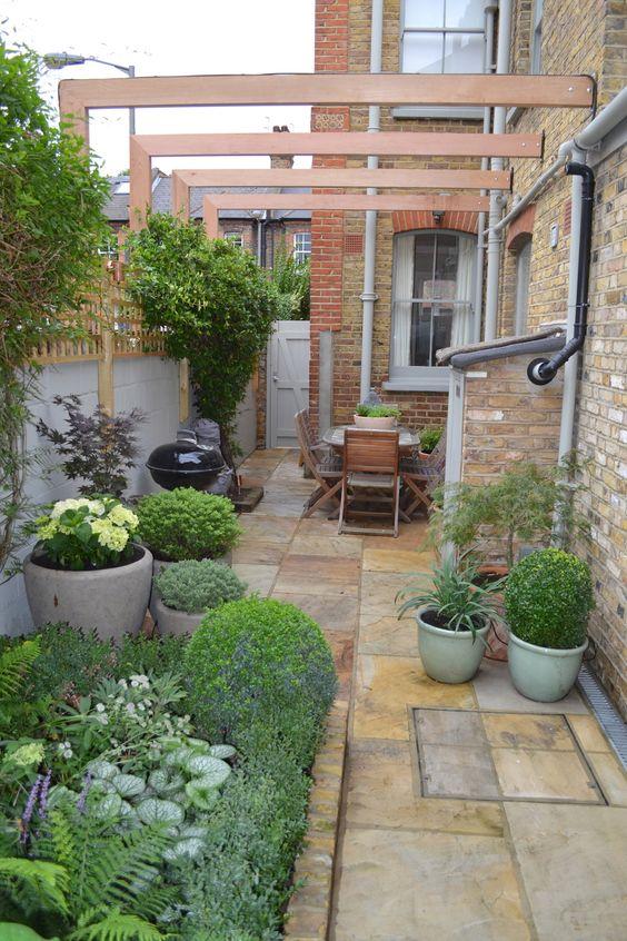 Urban style small garden on a patio #patio #smallGarden #SmallGardenDesign #smallyardlandscaping #gardenIdeas #backyardLandscaping #backyardLandscapingIdeas #landscaping